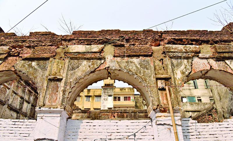 ভেঙে ফেলা হচ্ছে ঢাকার ঐতিহাসিক স্থাপনা