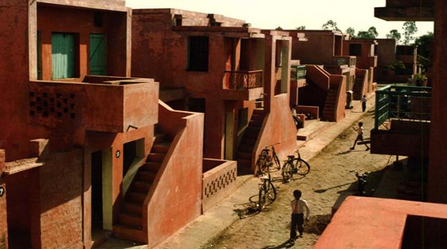 গরিবী আবাসনের নকশায় 'স্থাপত্যকলার নোবেল' পেলেন ৯০ বছরের আর্কিটেক্ট